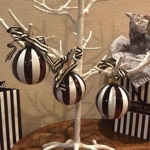 Heneri Bendel Ornament